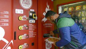 pizza uit de muur